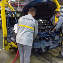 RENAULT RAPATRIE SES COLLABORATEURS BLOQU  S    PARIS