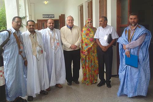 Christopher Ross recevant, le 19 octobre 2013 à Laâyoune, les dirigeants du CODESA, dont Aminatou Haidar et Ali Salem Tamek.