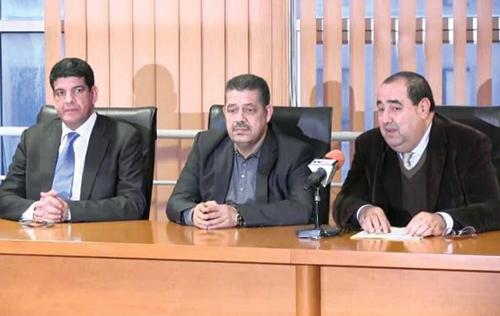 Les dirigeants du PAM, Mustapha Bakkouri, de l'Istiqlal, Hamid Chabat, et de l'USFP, Driss Lachgar, expliquant les raisons de leur retrait.