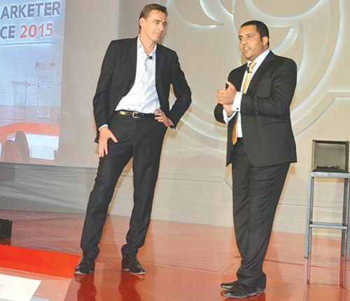 Mounir Jazouli, président du GAM avec l'un des intervenant de la fédération mondiale des annonceurs.