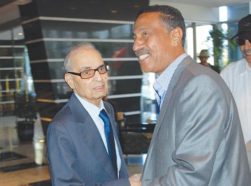 Miloudi Moukharik et son prédécesseur, Mahjoub Benseddik