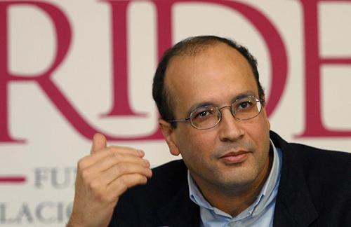 Le journaliste franco-marocain Ali Lamrabet, interdit d'exercer durant 10 ans, le 16 janvier 2004 à Madrid - © AFP