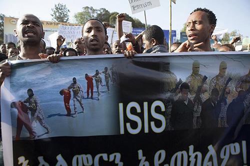 Des Ethiopiens participent le 22 avril 2015 à Addis Abeba à une manifestation organisée par le pouvoir contre le groupe Etat islamique - AFP