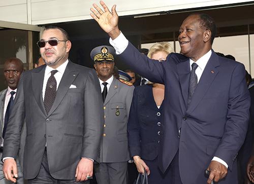 S.M. Mohammed VI et le président ivoirien, Alassane Ouattara. Abidjan, le 23 février 2014 - © MAP