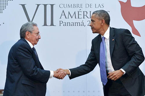 Raul Castro et Barack Obama le 11 avril 2015 à Panama - © AFP