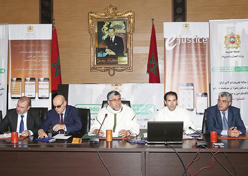 Mustapha Ramid au milieu lors du lancement de la ligne verte. Rabat, le 19 juin 2015.