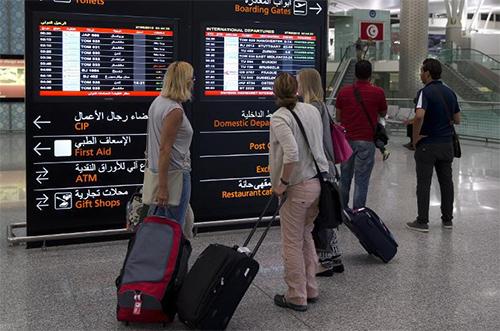 Des touristes qui quittent la Tunisie - © Ph :  AFP