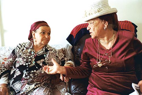 Aïcha et Hannah à Yavnè, au sud de Tel Aviv, en Israël.