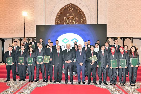 SM le Roi préside à Tanger la cérémonie de remise de diplômes aux lauréats de la formation professionnelle