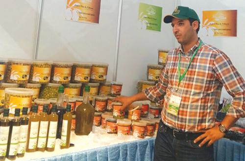 Kamal Tahiri au salon national de l'olivier à Attaouia.