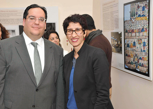 Ariel Danan, directeur adjoint de la bibliothèque de l'Alliance, à Paris, et Zhor Rehihil, conservatrice du MJM.