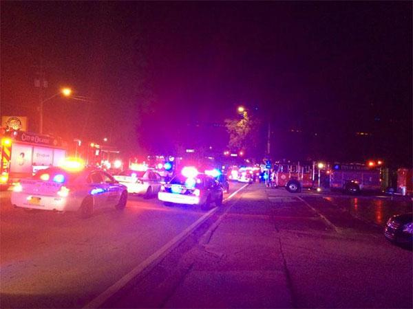 Des voitures de police à l'extérieur du night-club gay d'Orlando (Etats-Unis)  © ph : AFP