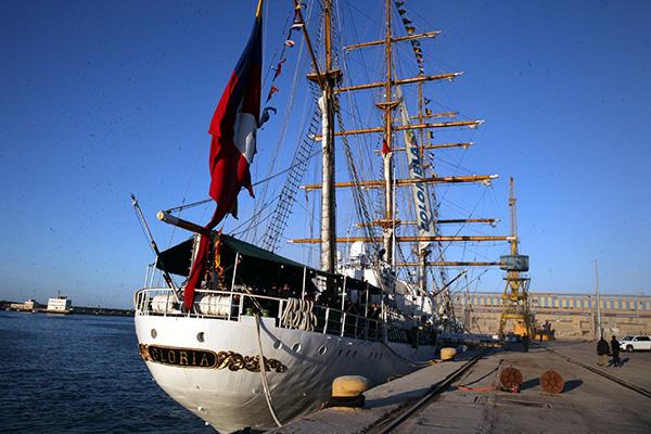 Le navire colombien  Gloria  fait escale    Casablanca