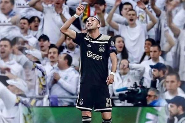 Ziyech d  sign   meilleur joueur de l Ajax