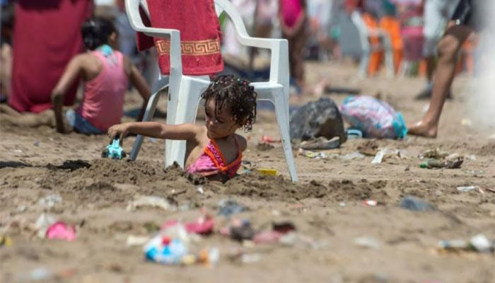 D  confin  s  les Casablancais s   attaquent    leur plage