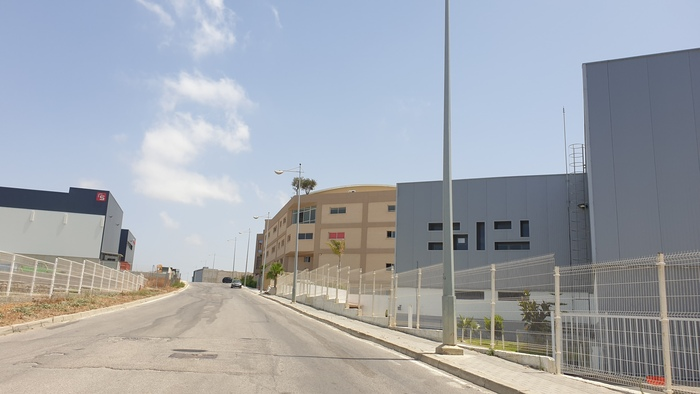 Les zones industrielles de Tanger boucl  es par les autorit  s  Reportage photo