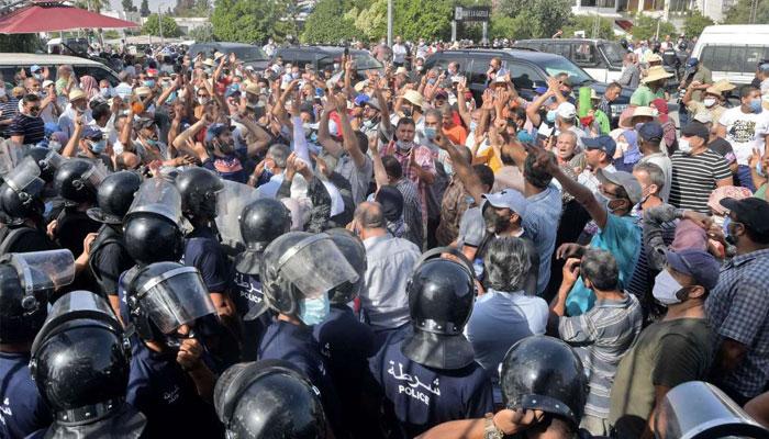 La Tunisie en proie    une crise politique qui tourne aux affrontements