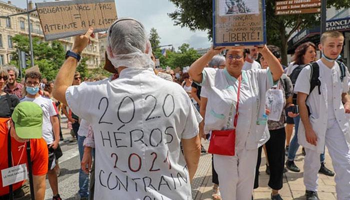 France  3 000 soignants non vaccin  s suspendus et des dizaines de d  missions